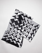 Load image into Gallery viewer, Triangulo Long Scarf