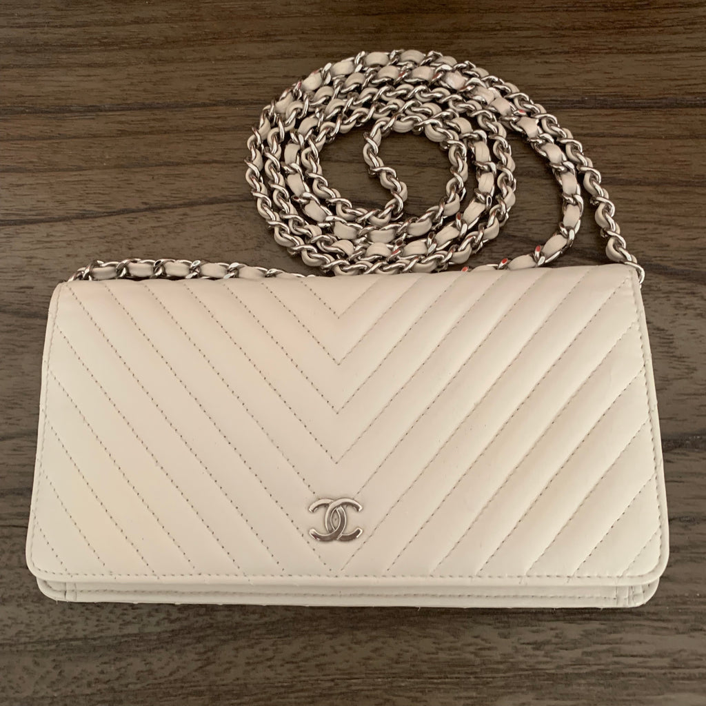 CHANEL CC Chevron Clutch Wallet with Chain strap
