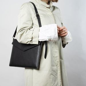 woman leather laptop bag