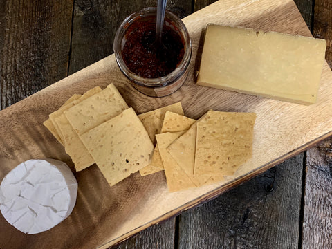 THE SIMPLE CHEESE & CRACKERS BOX