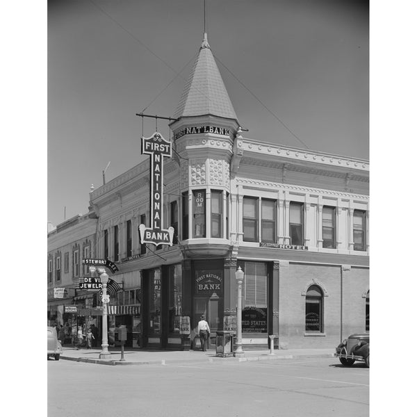 1940 Old bank in Montrose, Colorado H42