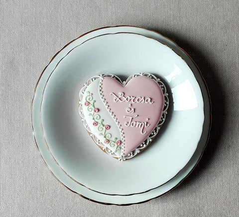 Vintage / Rustic Style Wedding or Engagement Biscuits 10 Biscuits
