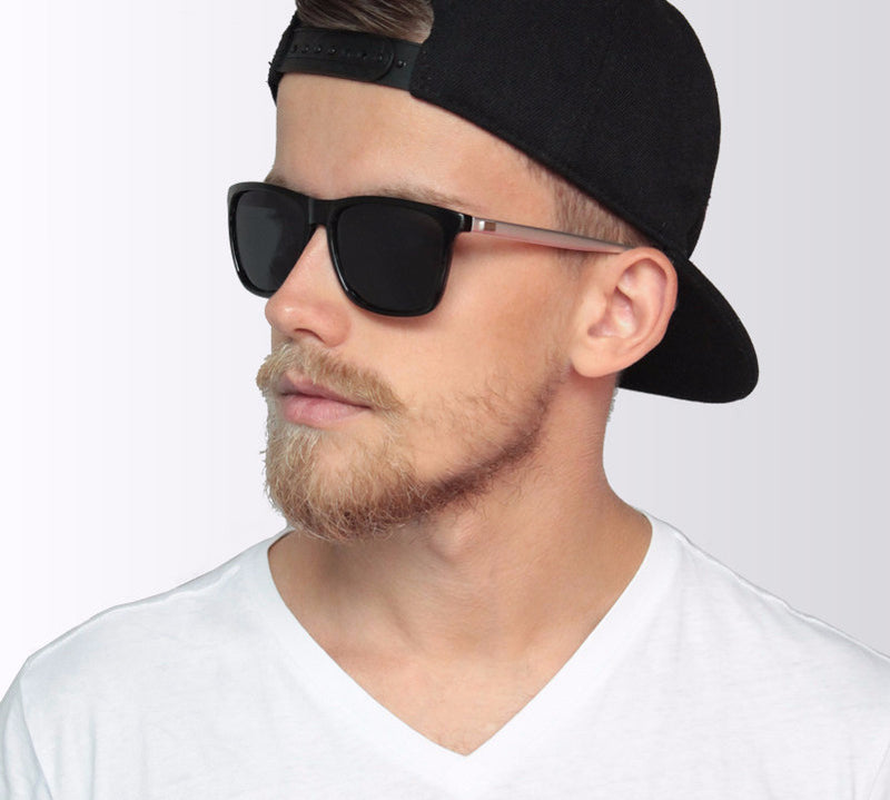 Suitable for all types of faces, the elegant polarized sunglasses are a must for men to wear in the summer.
