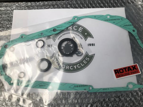 All you need to replace your Clutch Gasket, for engine types: 348, 504, 560, 604, 605.  Set includes:  1 x Clutch Cover Gasket (250-381) 1 x Bottom Pulley O Ring (230-890) 1 x Bottom Pulley Seal (930-715) 1 x Gear Shaft O Ring (430-110) 1 x Kick Start Shaft Seal (831-260) 1 x TDC Plug Copper Seal (950-141)