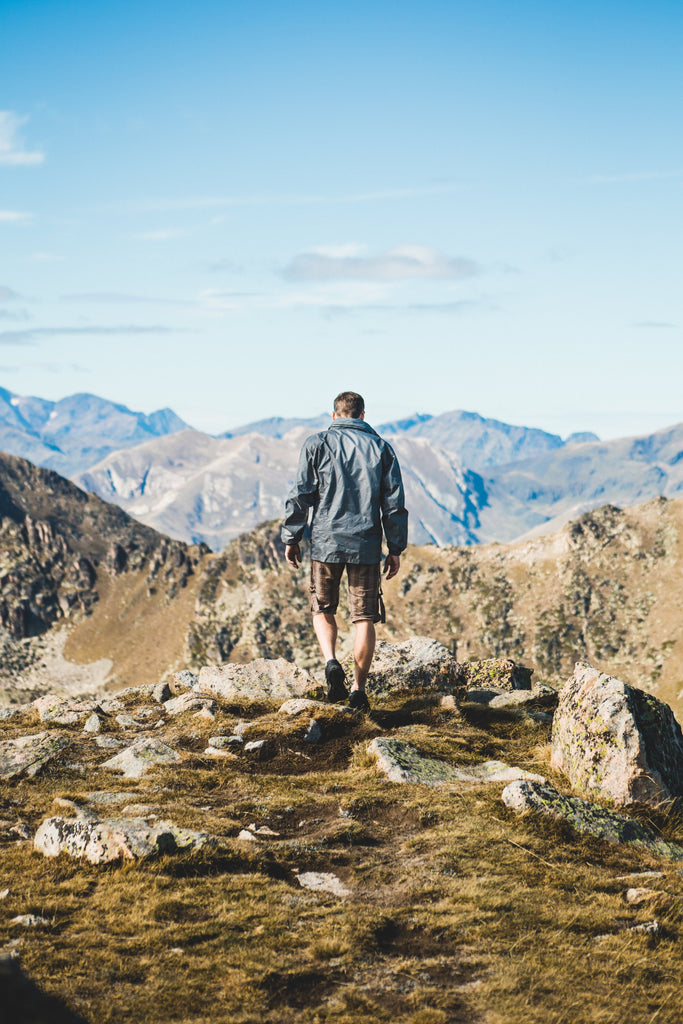 The Hiking Essentials: 10 Things You Should Never Hike Without