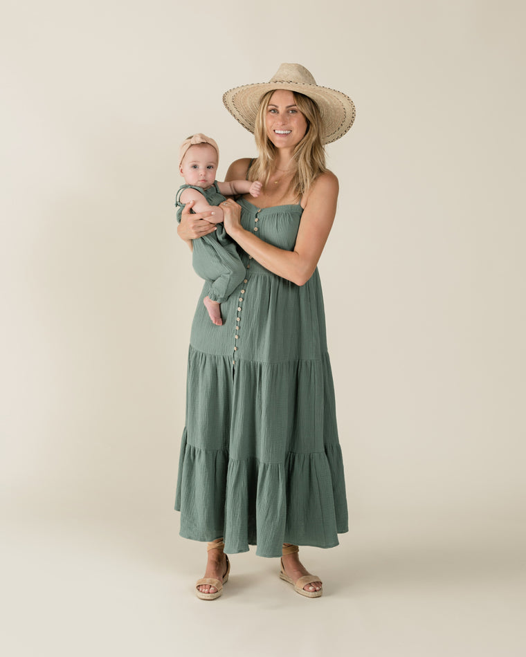 RYLEE + CRU Womens Tiered Maxi Dress- Rainforest