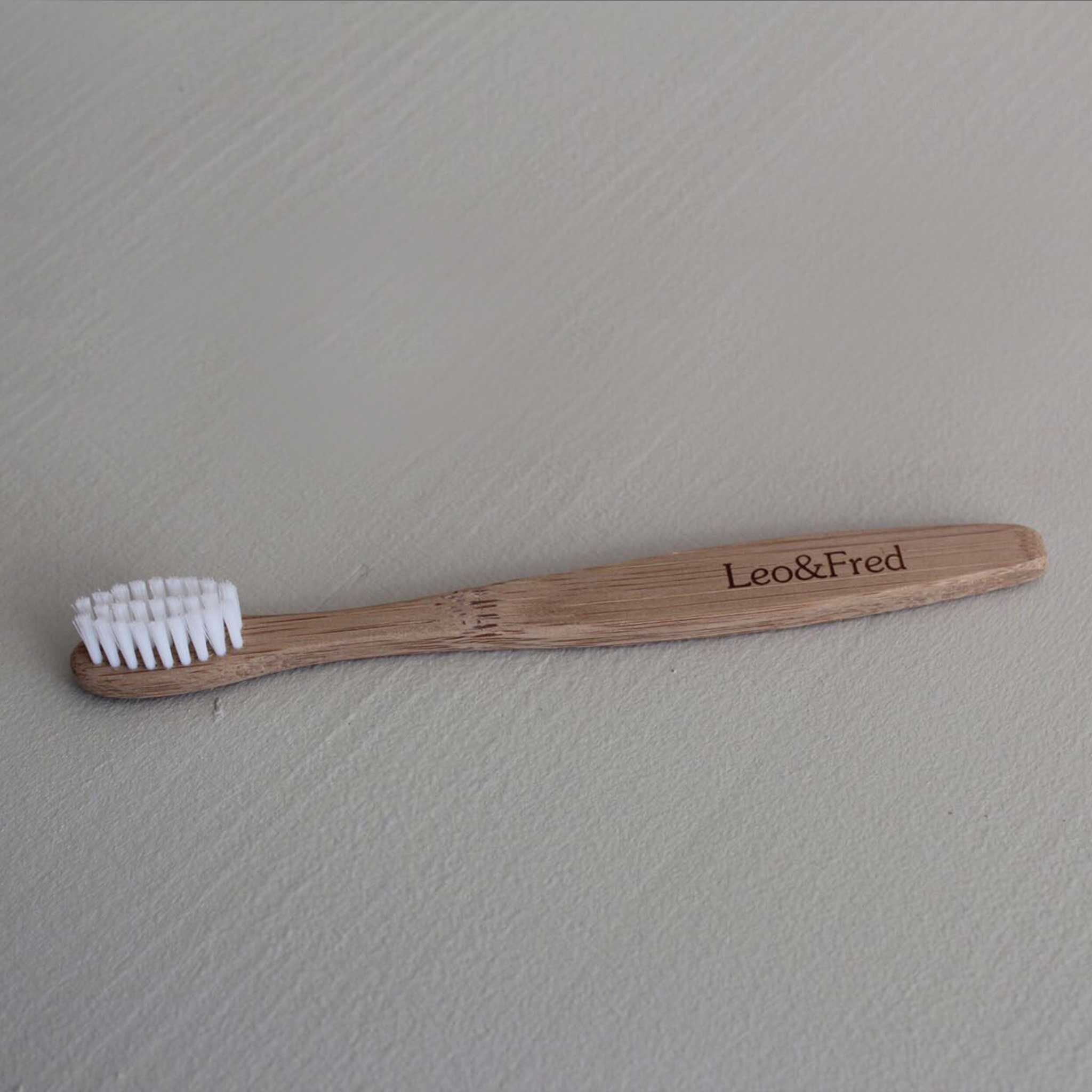 LEO & FRED Wooden Toothbrush White