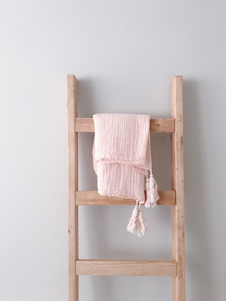 MODERN BURLAP Organic Cotton Muslin XL Throw Blanket Dusty Pink Tassels