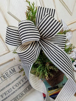 "9"" X 18"" Black and Cream Wreath Bow"