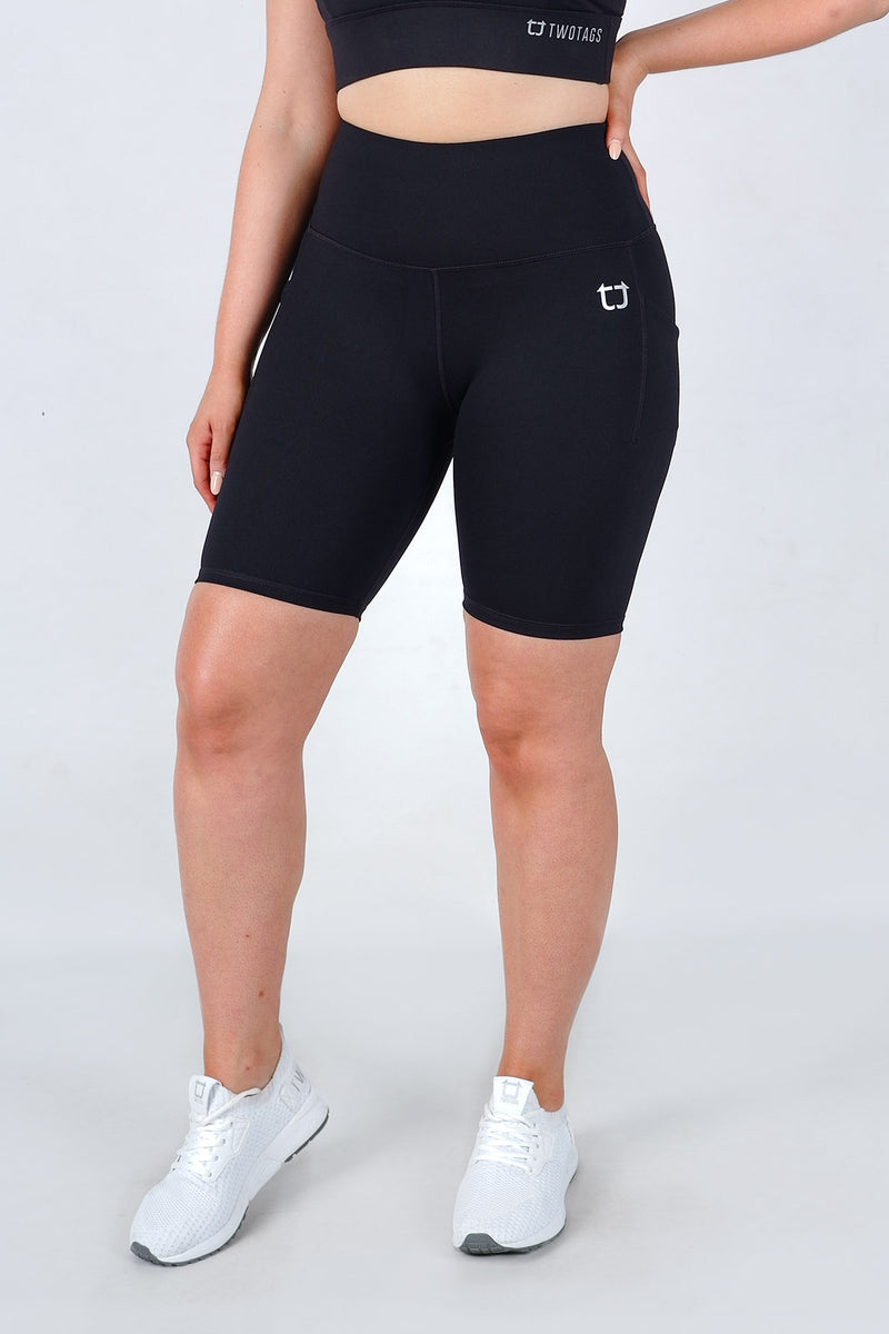 Essential Biker Shorts - Black