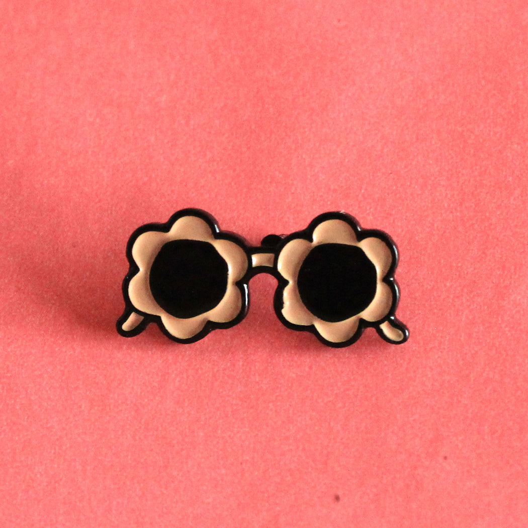 Peach Sunnies Pin