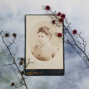Woman With Lace Collar Cabinet Card