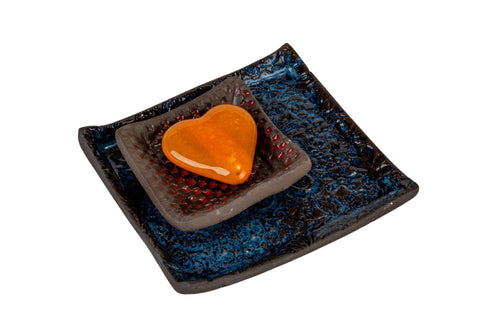 Ceramic Plates And A Heart Magnet Gift Set