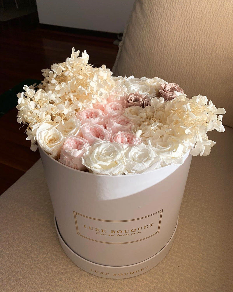 Neapolitan Box - Luxe Bouquet roses that last a year