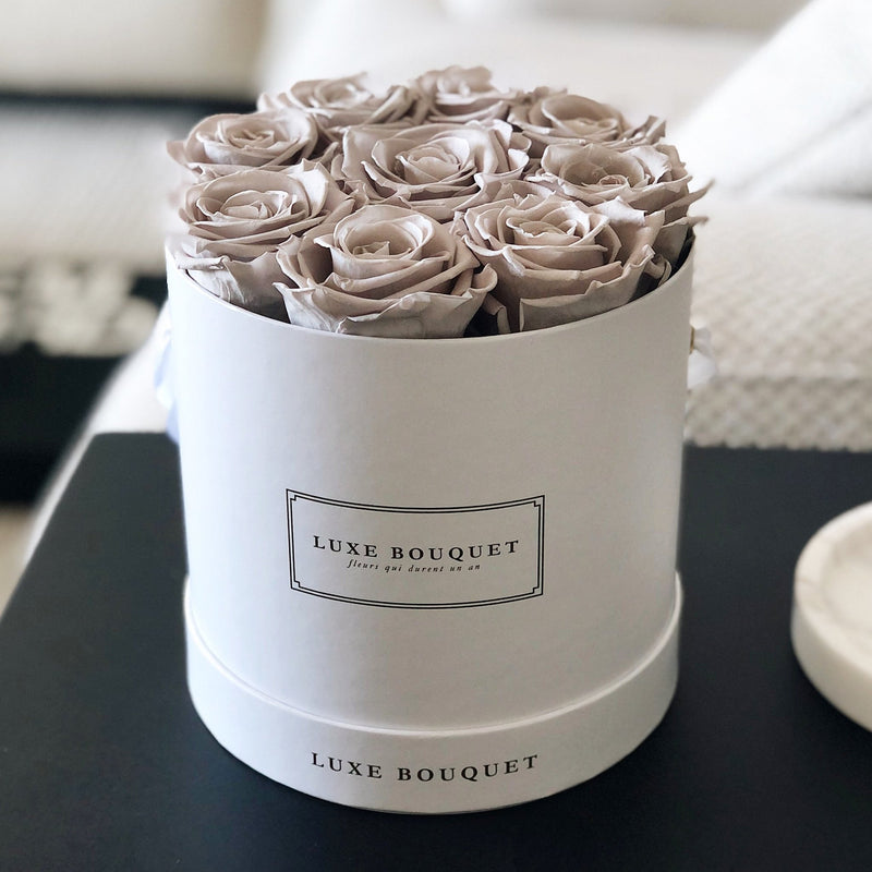 Small Everlasting Bouquet Box - Luxe Bouquet roses that last a year