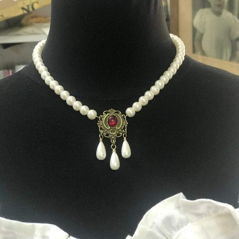 Renaissance Tudor Pearl Necklace