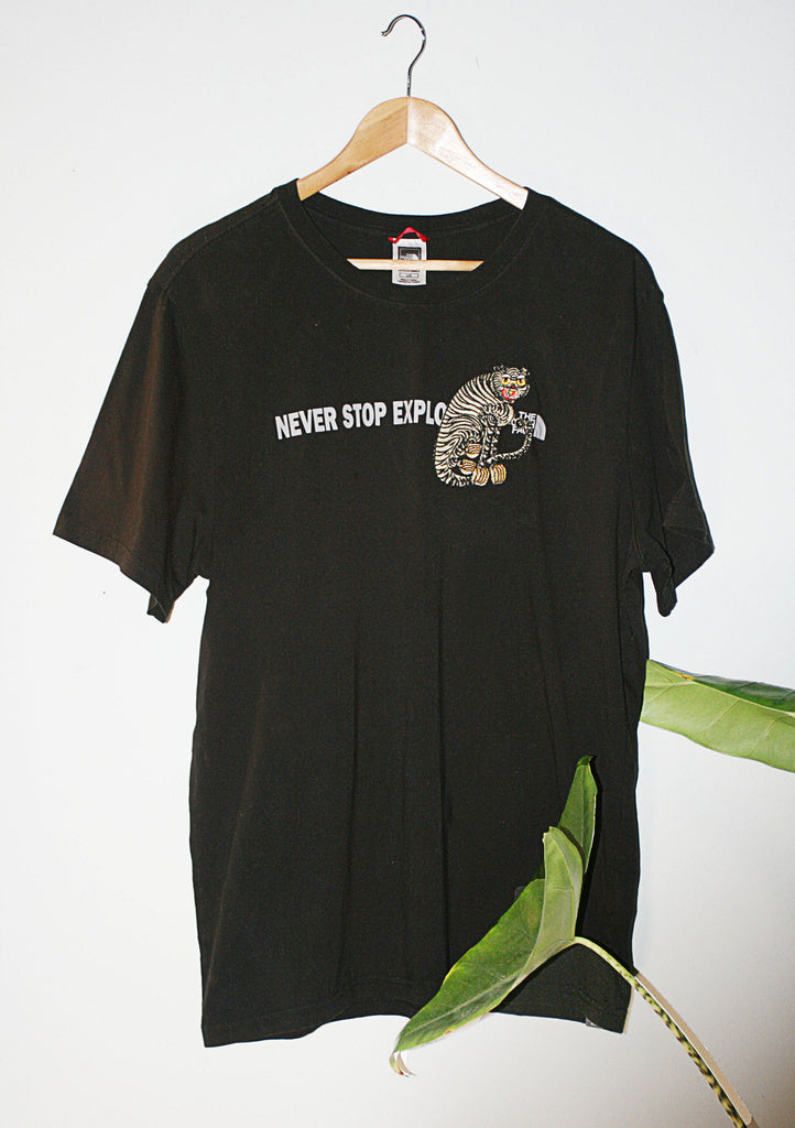 Pre-loved retro T-shirt(Large) with tiger logo embroidery.