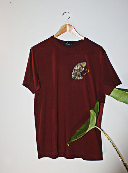 wine Retro Fred Perry 90s t-shirt upcycled with cloh tiger embroidery