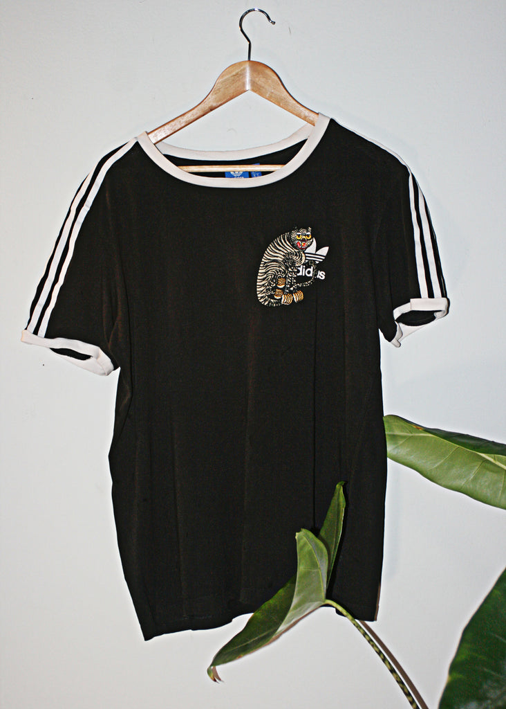 black retro 90s adidas t shirt with cloh tiger embroidery