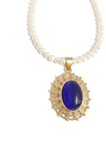 Pearl necklace with Blue Cat's eye glass pendant in Gold setting