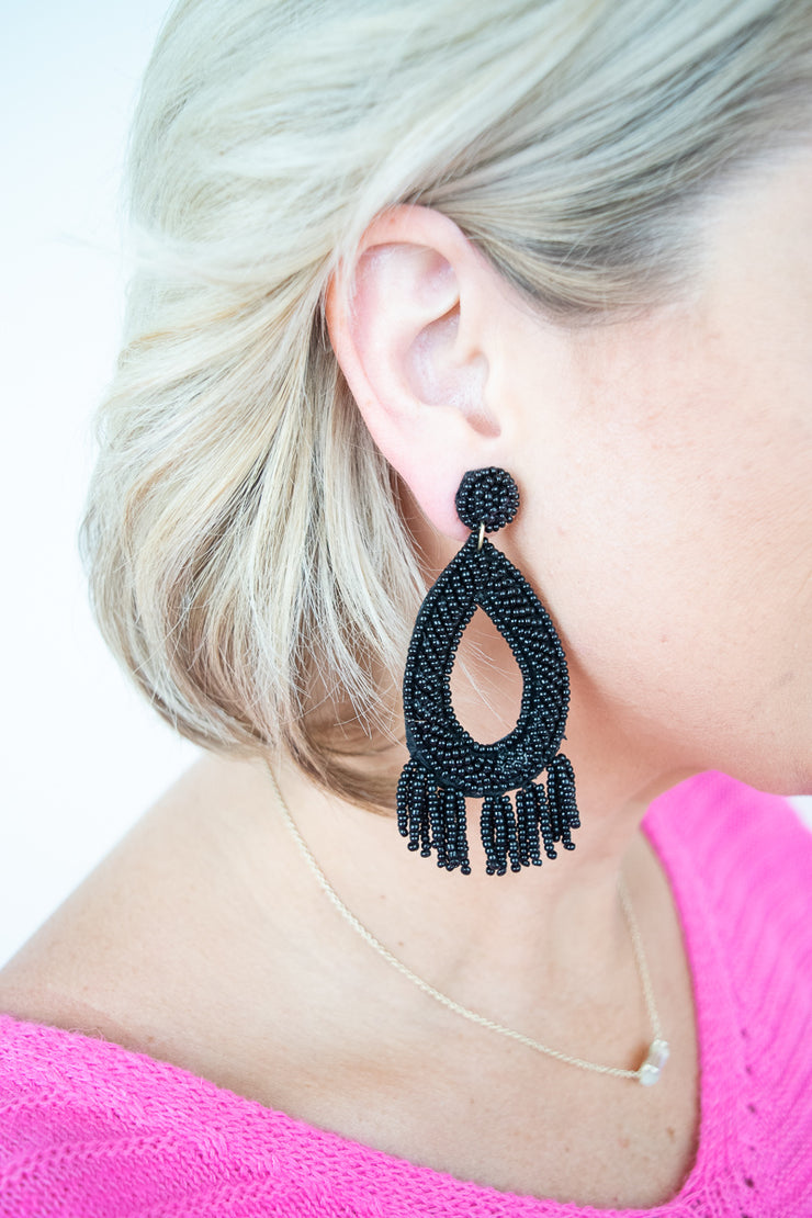 Come Closer Earring-Black