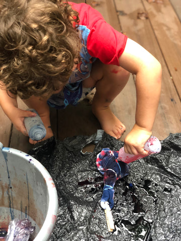 3 year old boy tie dyeing t-shirts in Atlanta 4th of July diy fl
