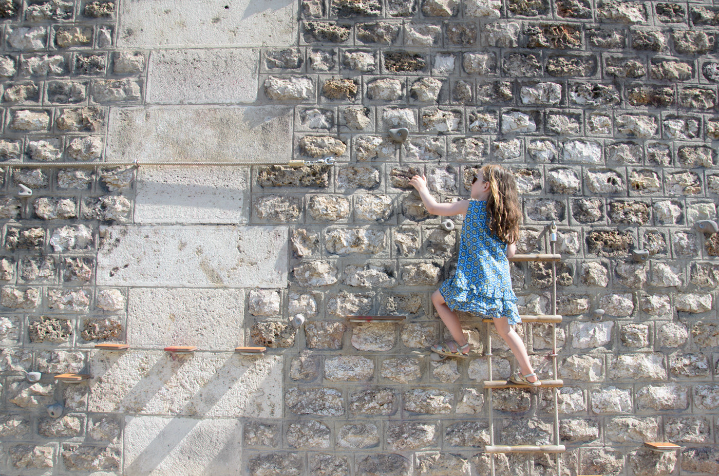 Climbing wall Paris Plages - Parc Rives de Seine - Victoria Road Travels