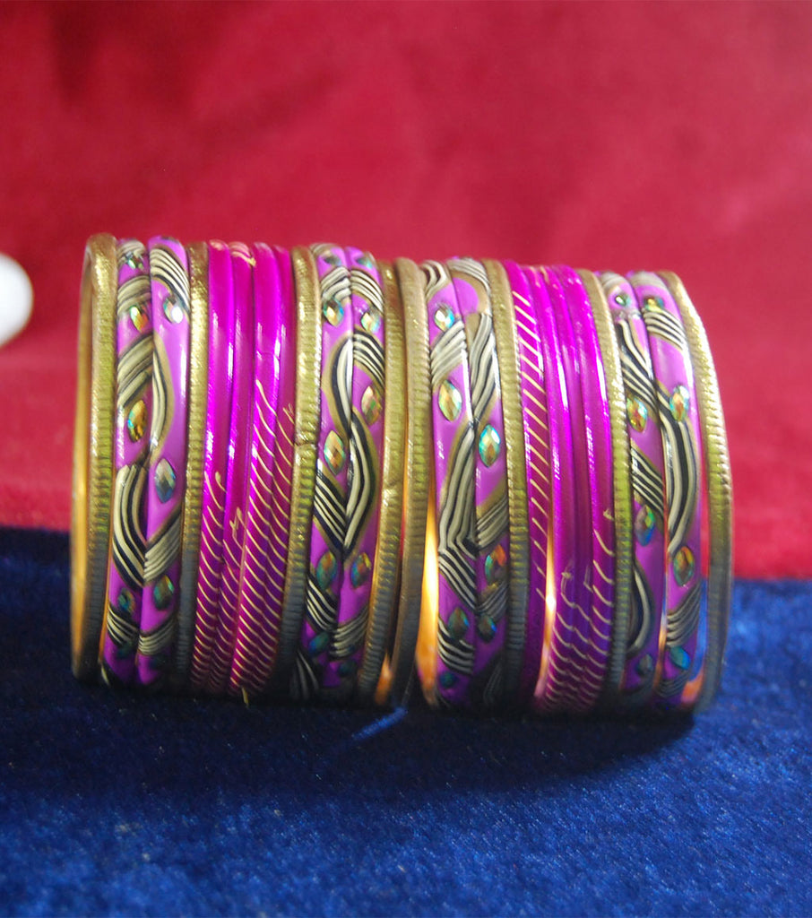Pink colored lac bangle with laheriya print and stones