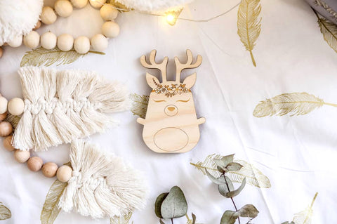 Boho Deer shelfie // wooden decor