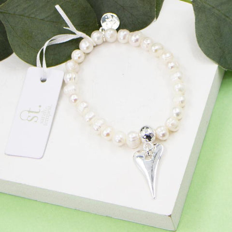 ELONGATED HEART CHARM ON PEARL BEADED STRETCHY BRACELET