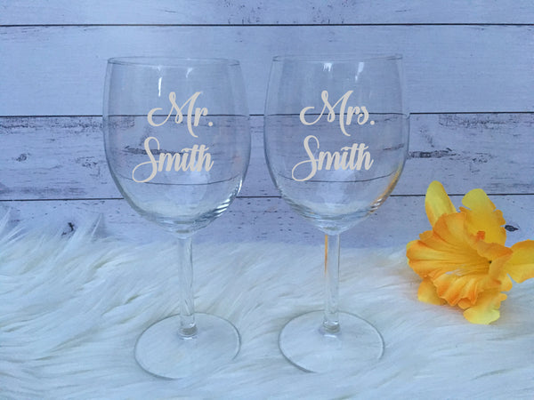 Personalised Mr & Mrs Wedding Glasses - Wine, Stemless wine or Champagne
