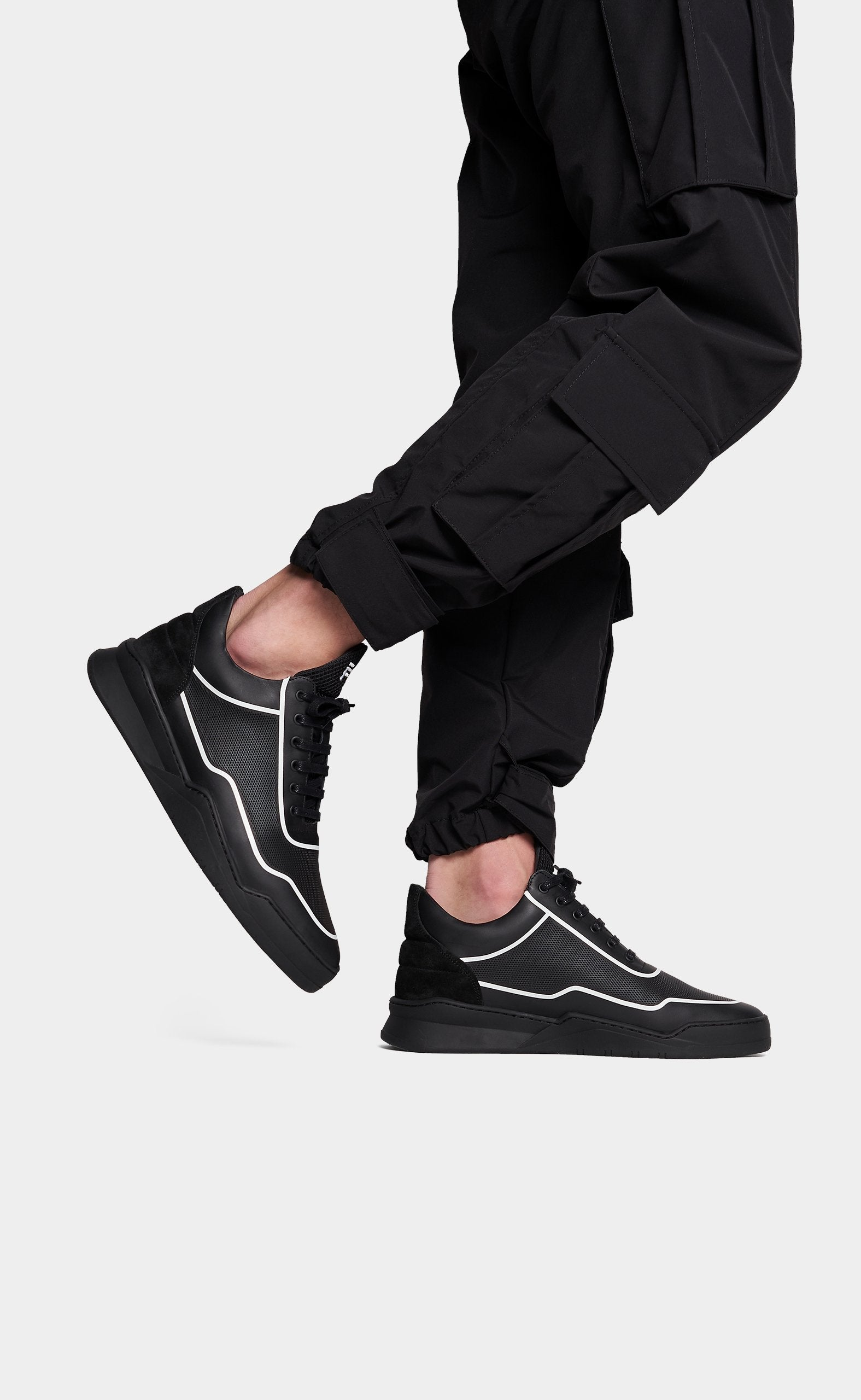 filling pieces low top ghost black