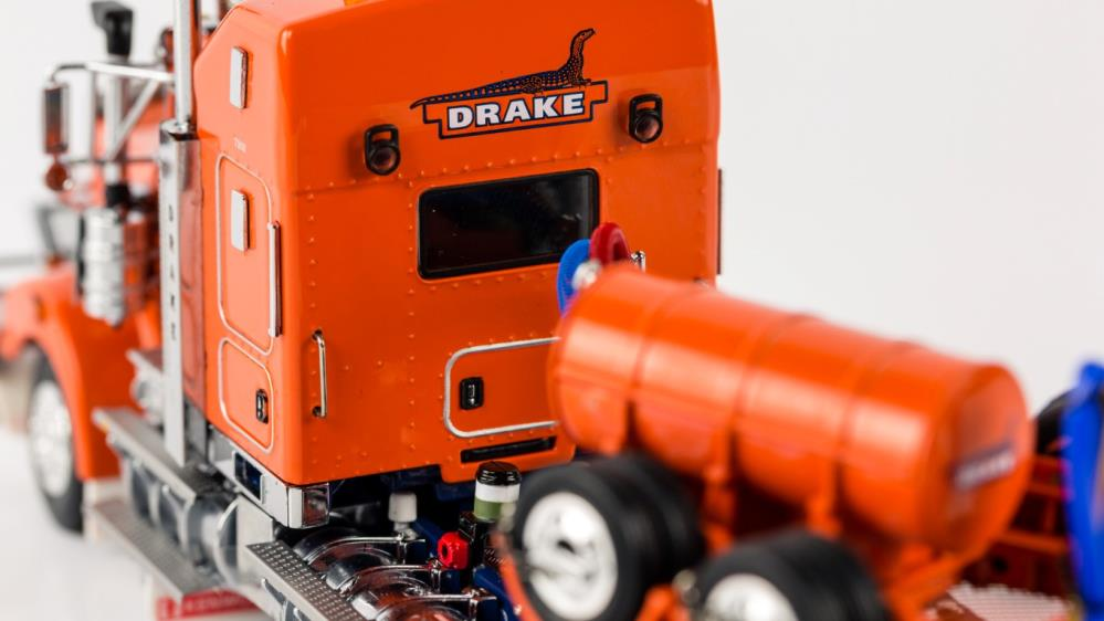 DRAKE T909 Prime Mover with Swingwing Trailer - Drake