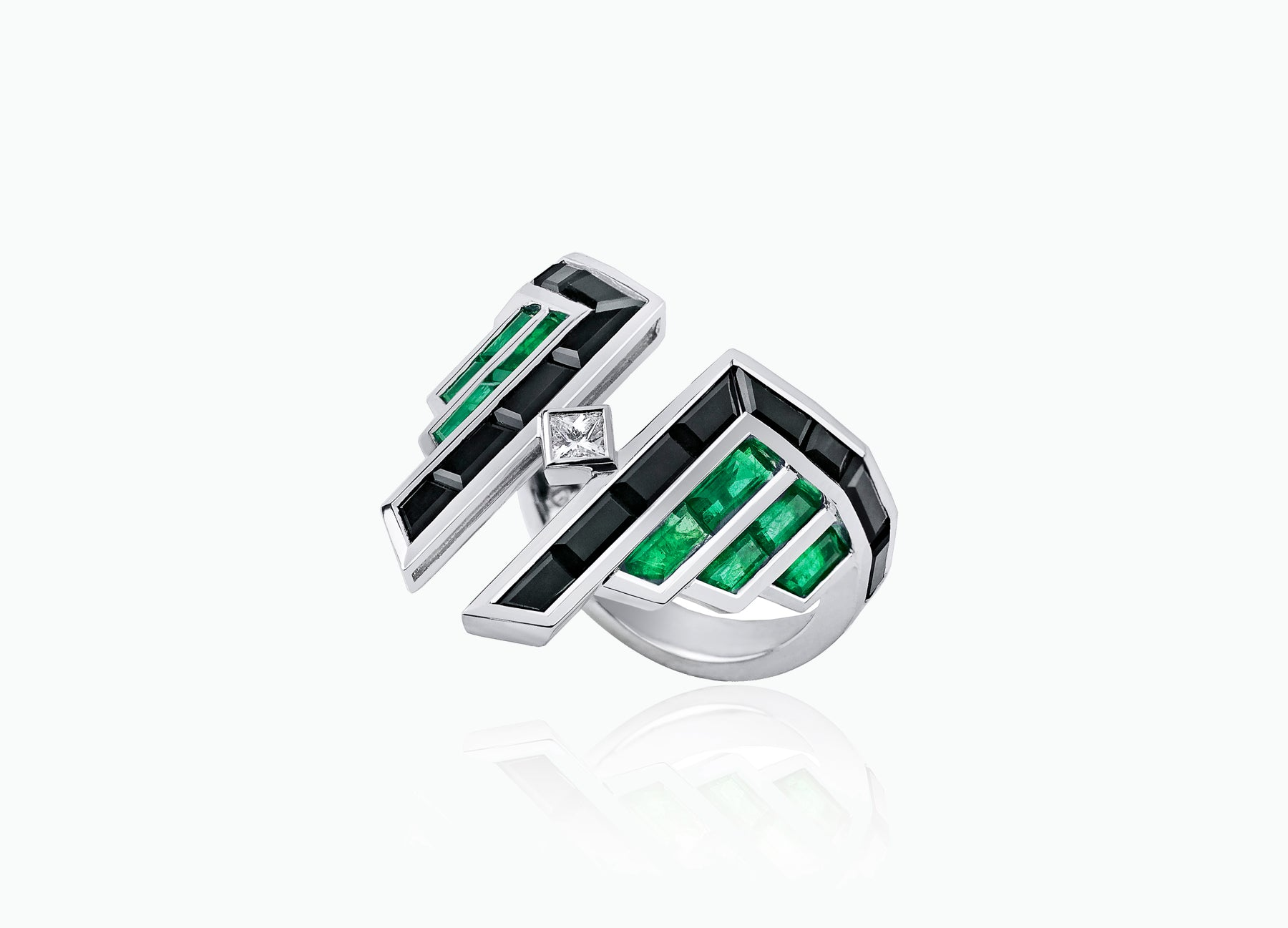EMERALD AND DIAMOND ART DECO RING