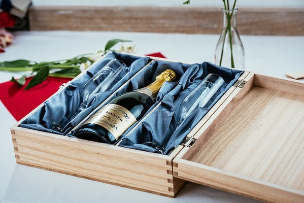 Engraved triple wooden wine or alcohol gift box
