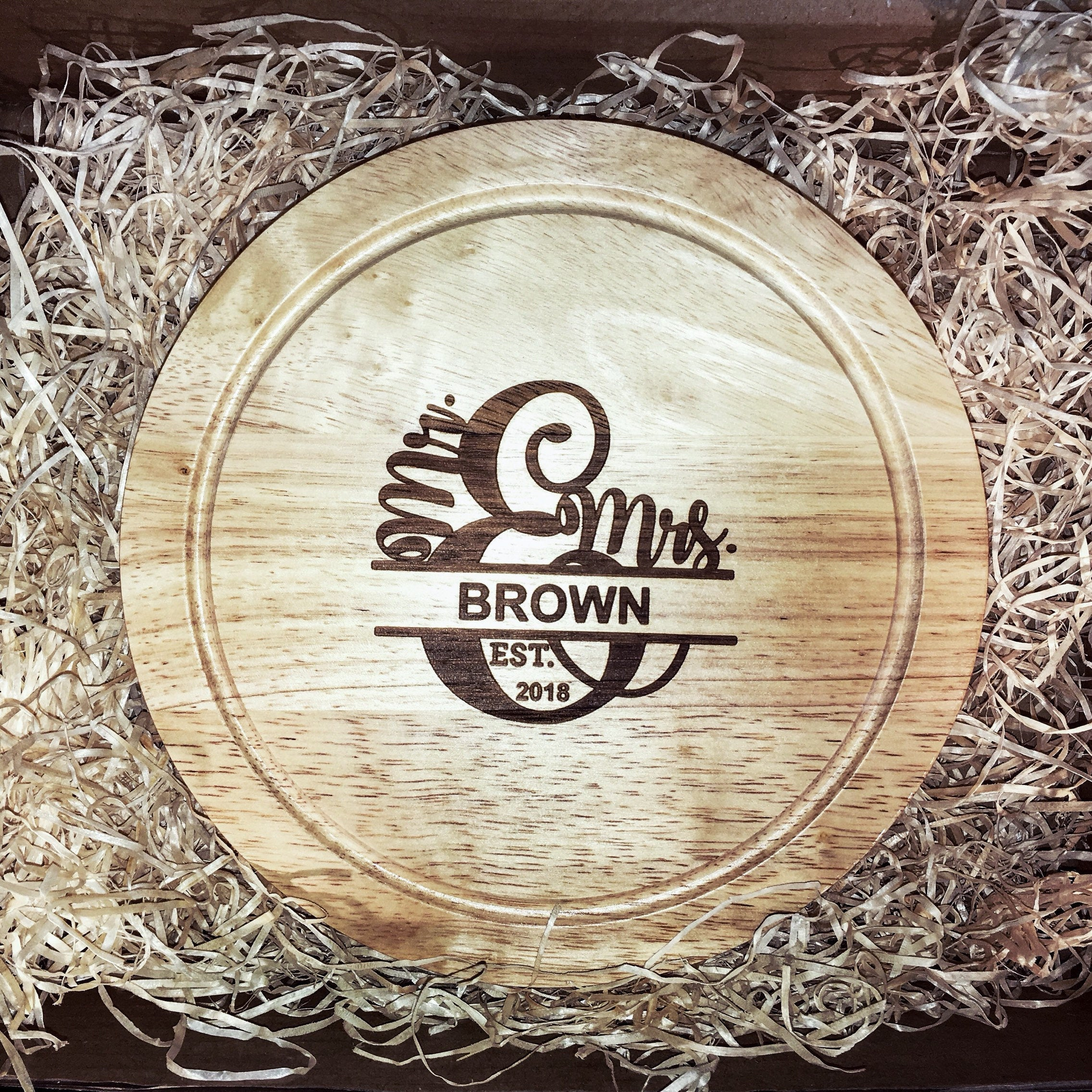 Personalised round wooden cheese board set - Split monogram Mr & Mrs