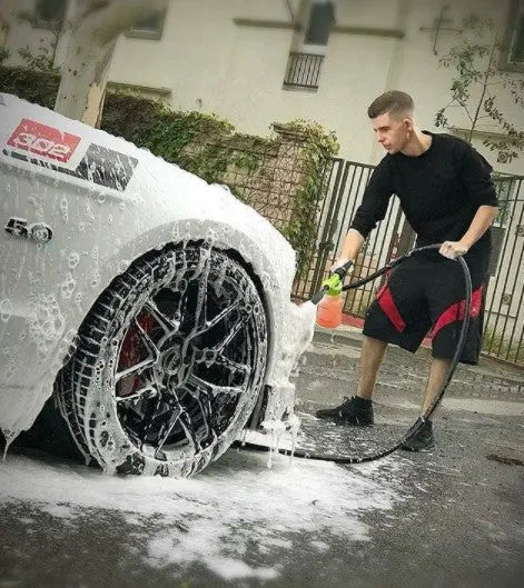 Buy Custom Car Care Water Hose Foam Gun in the Custom Car Care webshop.