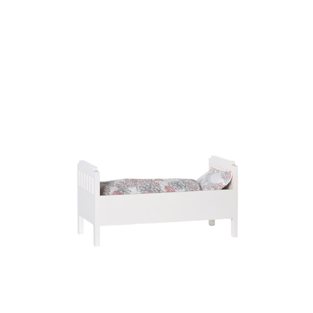 Small bed, off white