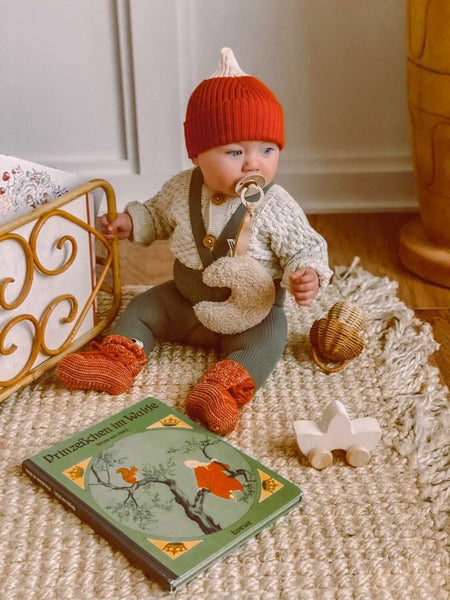 Silly Silas baby tights with braces in olive green and Bayiri organic baby knits hat and baby booties in red