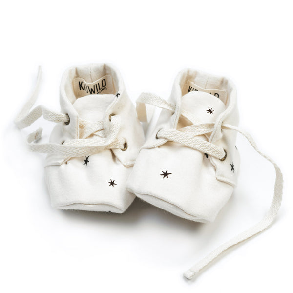 Organic baby booties in Star