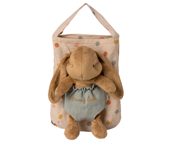 Maileg Bunny Bob comes with a bag where a small pocket is added on front to carry your friend along.