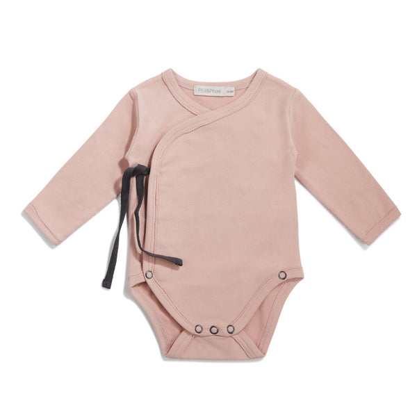 PHIL&PHAE LONG SLEEVE CROSSOVER BABY BODYSUIT IN BLUSH - sugarloaf