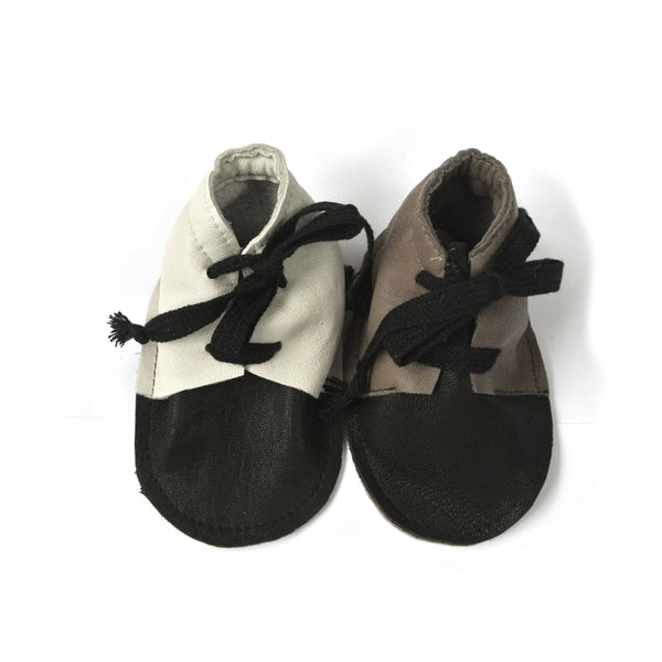 SIMPA LITTLE SHOES IN BLACK AND CLOUD WHITE (Last pair!)