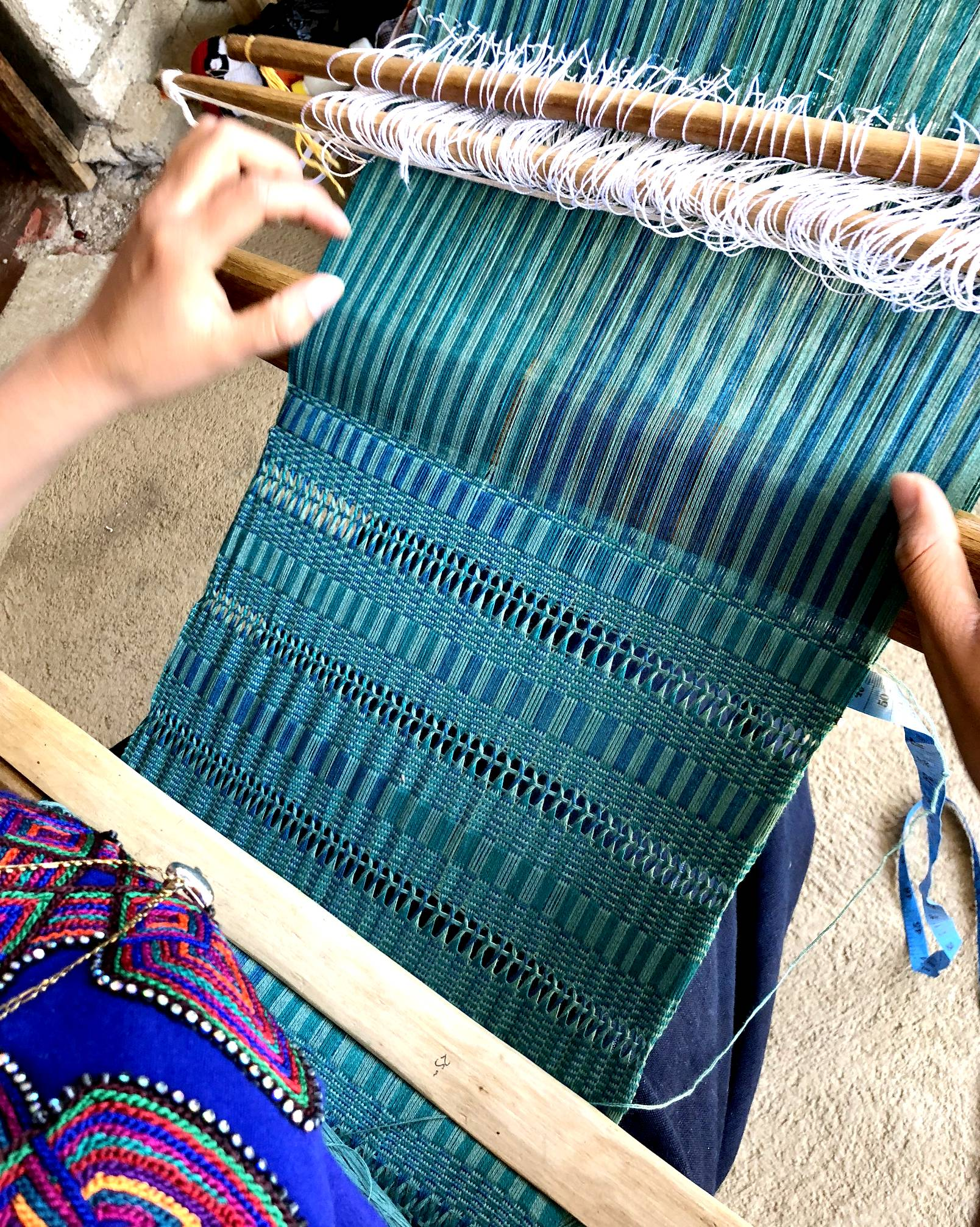 close up view of backstrap loom weaving cotton scarf by mayan weaver Amelia Vásquez