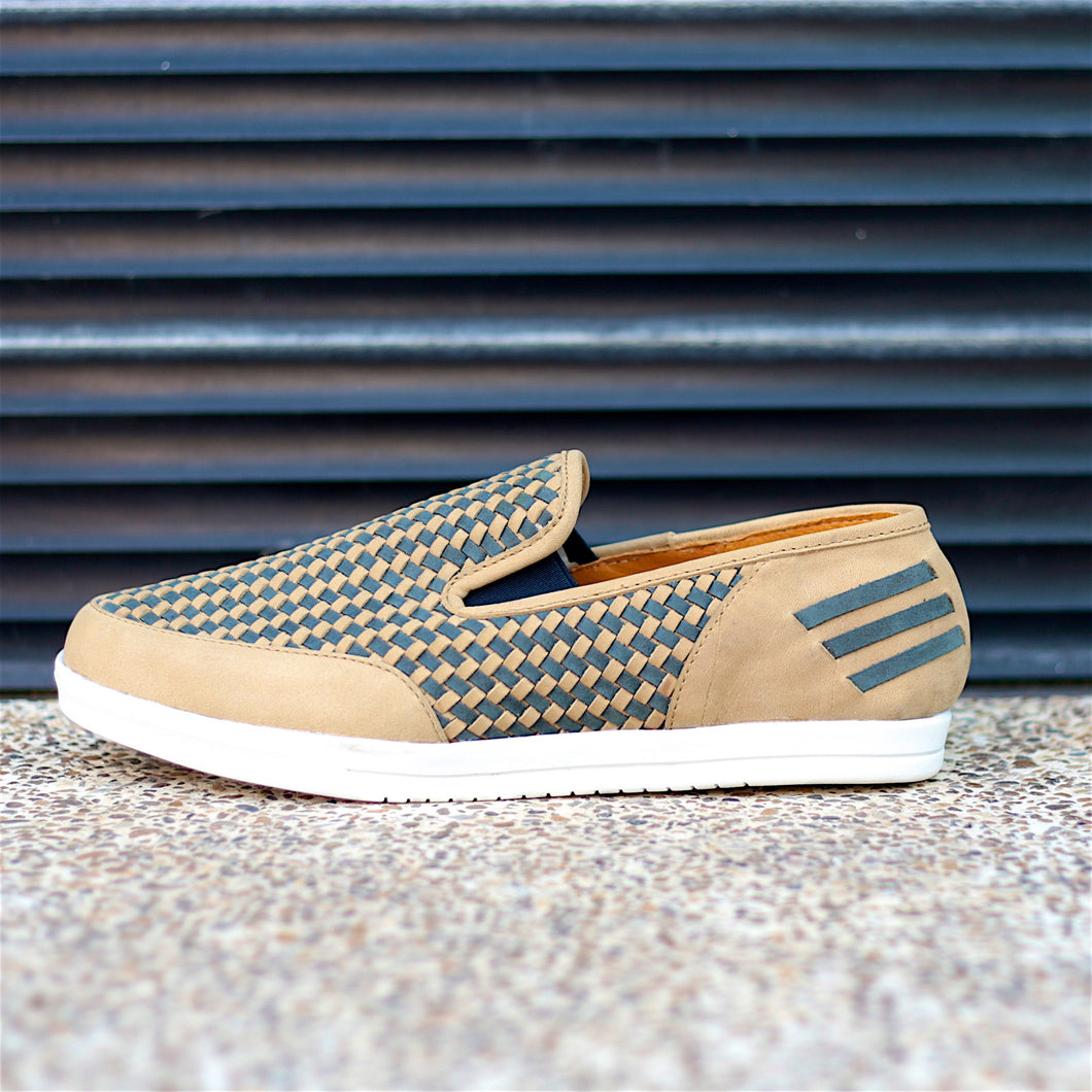 KAKLE SLIP-ON HUARACHE SNEAKER FOR WOMEN IN CAMEL LEATHER WITH NAVY WEAVE