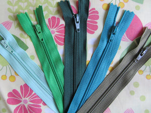 "Pack of 5 Closed End Zips - 4"" (10cm)"
