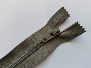"Closed End Zip - 7"" (18cm)"
