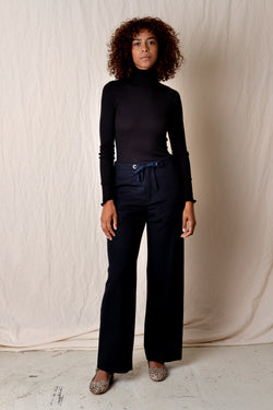 EASY STRAIGHT PANT IN NAVY