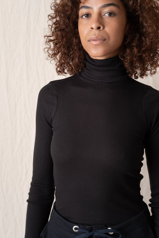 SUPER FINE RIB TURTLENECK IN WHITE