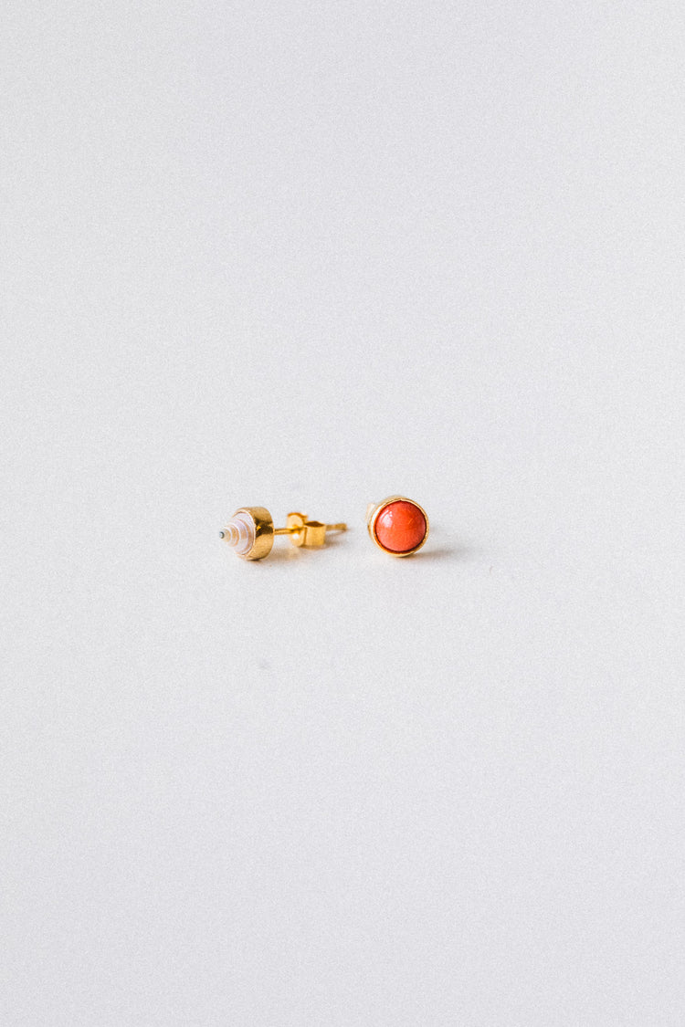 TINY SHELL AND CORAL MISMATCHED STUD EARRINGS